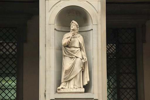 Uffizi exterior statue