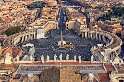 Panoramic shot St Peter's Square