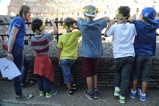 Guide with children during the Colosseum Family Tour