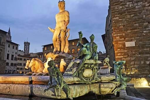 Piazza Signoria Neptune Statue