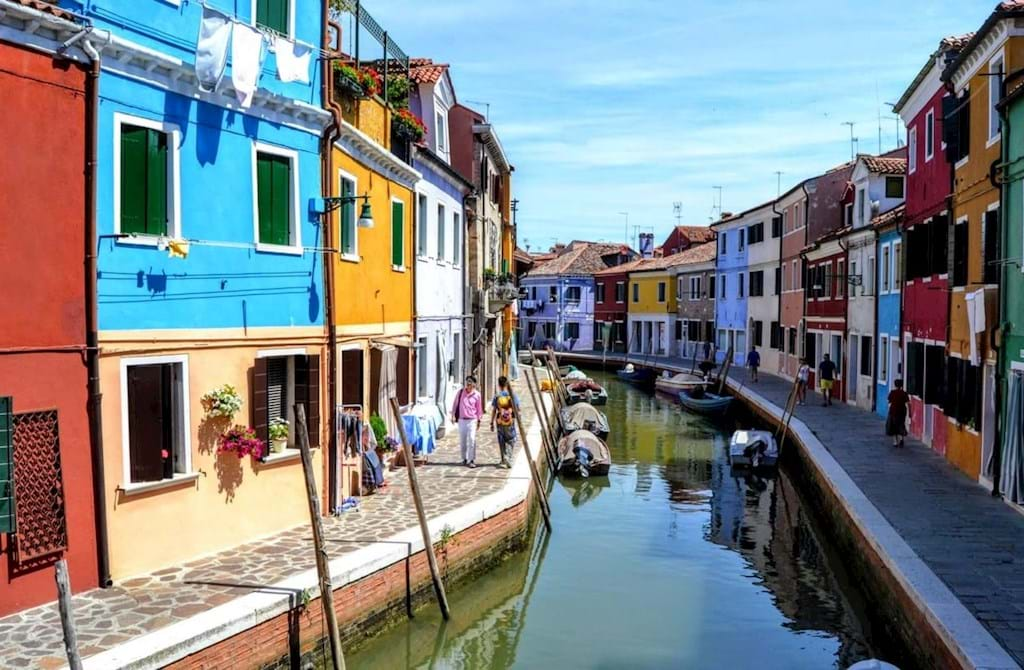 Murano To Burano.Half Day Venetian Islands Murano Glassblowing And Burano Lacemaking