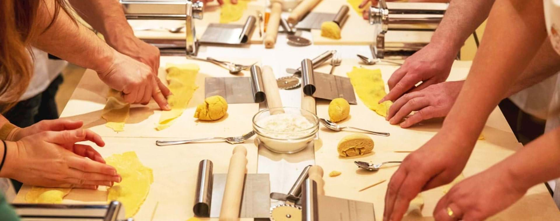 Authentic Italy: Traditional Pasta-Making Experience in a Roman Home